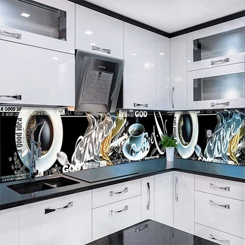 Белая кухня с фотопечатью на фартуке