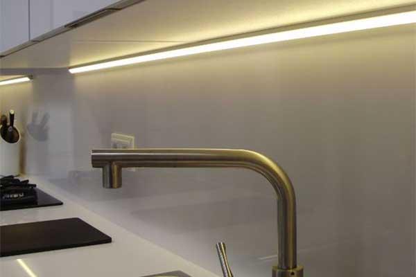 Угловой алюминиевый профиль для светодиодной ленты
