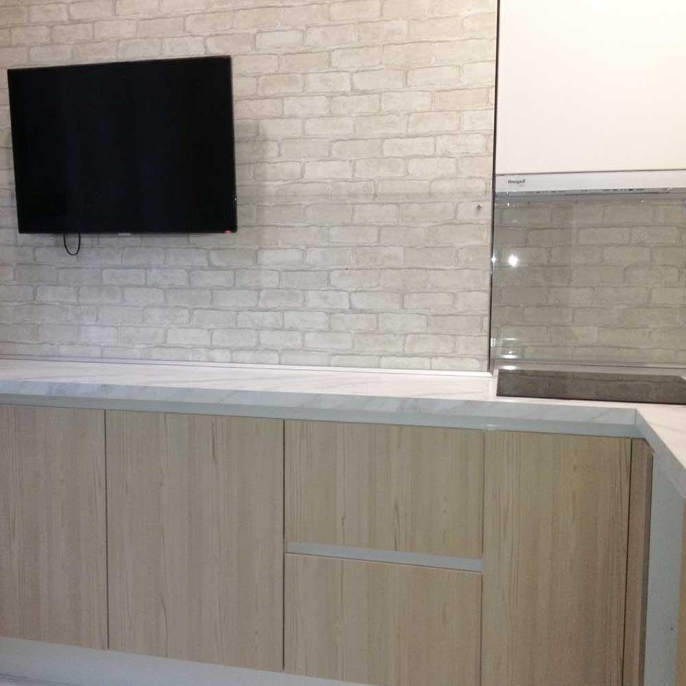 стеклянный фартук на стену кухни