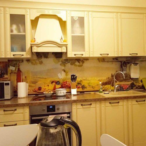 Фартук для деревянной кухни