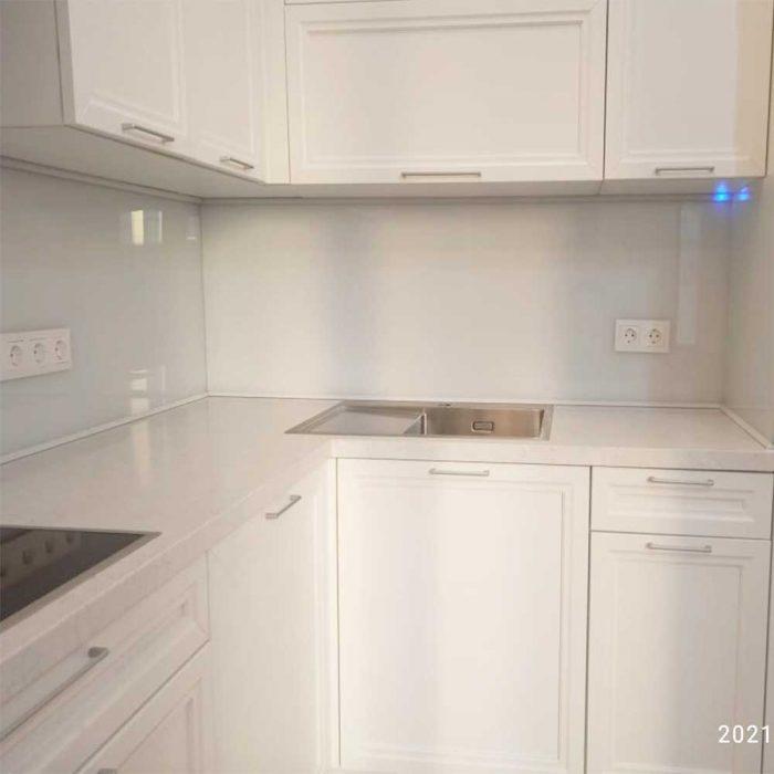 Фартук к белой кухне фото