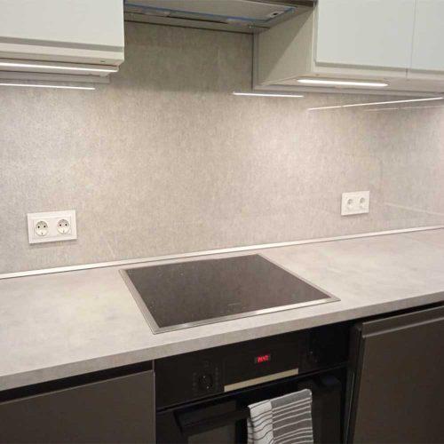 Стеклянный фартук на кухню прозрачный
