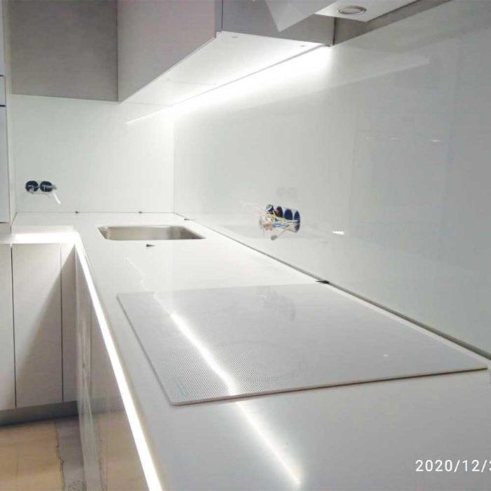 Фото подсветки на кухне фартука