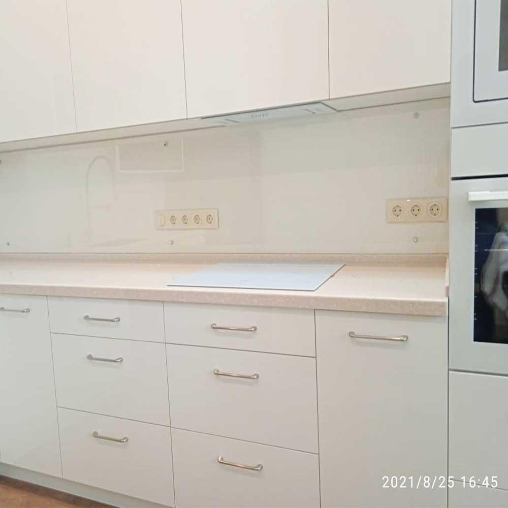 Прозрачный фартук из стекла фото на кухню