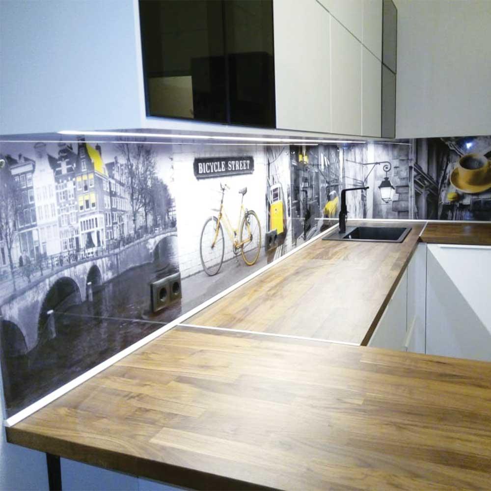 Кухня с фотопечатью на скинали